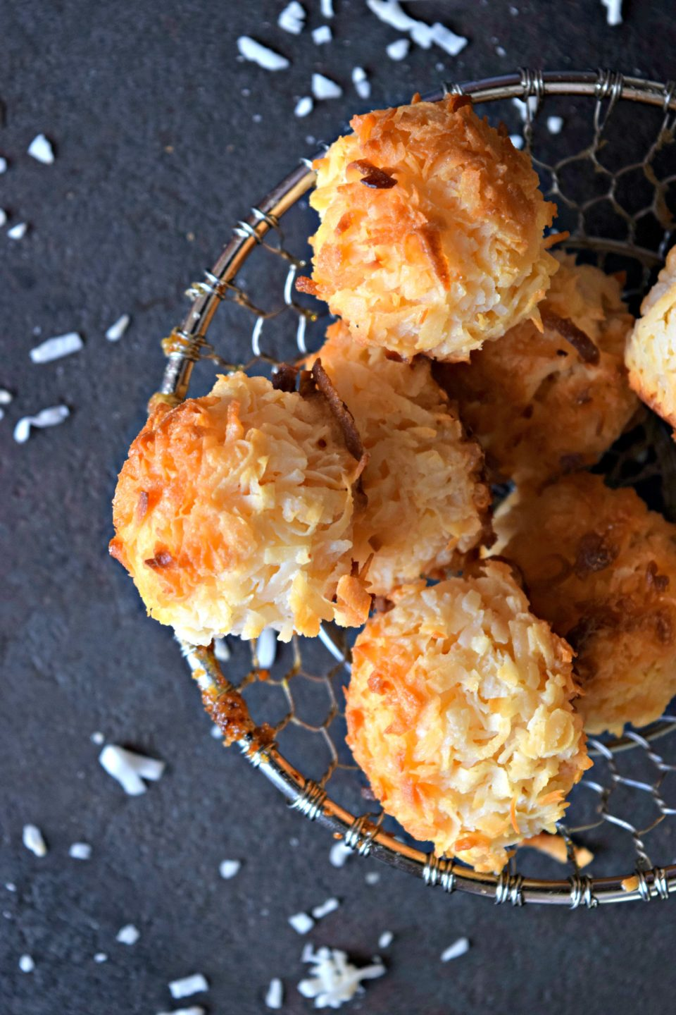 2-Ingredient Coconut Macaroons - Holiday Dessert Recipe! – Cookilicious