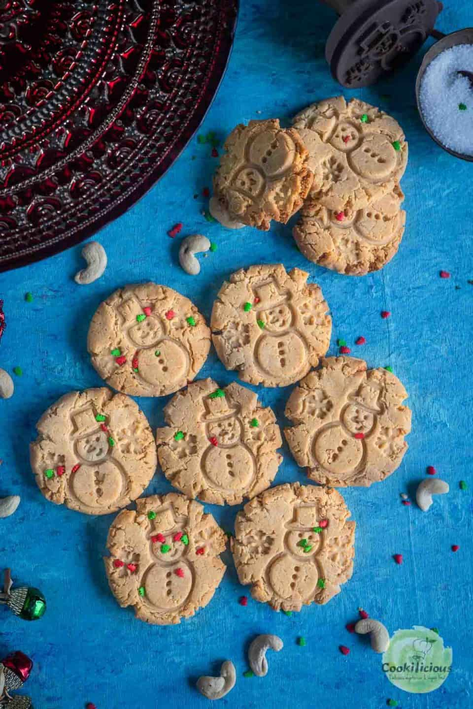 Nankhatai cookies arranged like a flower on the table