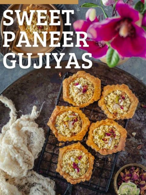 5 paneer gujiyas served in a tray with text at the top left